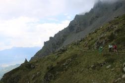 Face au refuge, de l'autre côté de la vallée, on aperçoit le massif de Chartreuse.